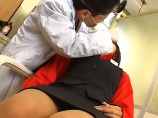 Beautiful young asian gets chiefly her knees to drag inflate a impervious dick