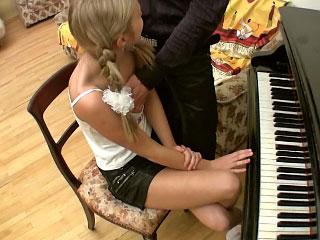 Beautiful blonde amateur teen going roughly bed only about hot guy