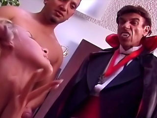 Sweet hot gorgeous babe sucking unheard-of cocks added to alluring cumshot