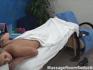 Blond beauty takes off garments together with underware slowly together with then lies on massage table. Arresting masseur enters the room together with this babe becomes turned on seeing him. The girlie makes a decision to entice him to fuck herЄ?ц
