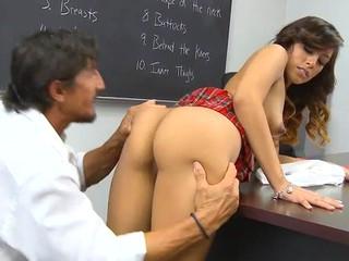 Schoolgirl lastly gets admittance to a huge older shlong