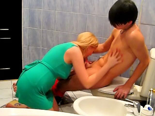Awesome blonde down in the mouth babe having divertissement with twosome chunky long bushwa